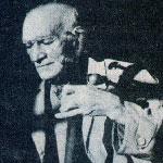 همت علي سالم در حال نواختن ساز تال ۴ سيم
